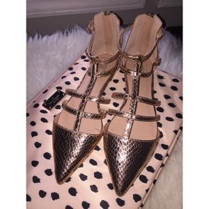 Shoes - 🆕 NWOT Gold Snakeskin Pointed Toe Flats/Sandals
